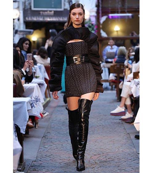 Quilted Corset Mini Elbise manken üzerinde görünümü
