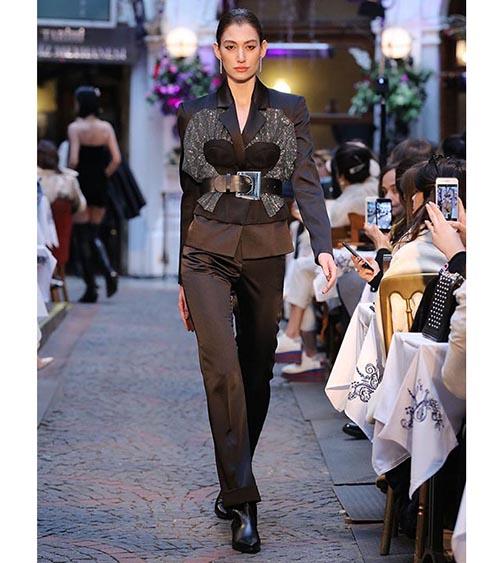 Twinkle Corset Ceket manken üzerinde görünümü